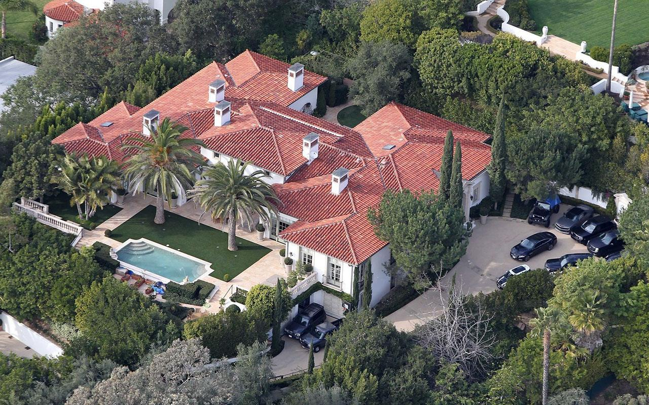 Bazı insanlar ünlülere komşu olmak için milyonlar veriyorlar