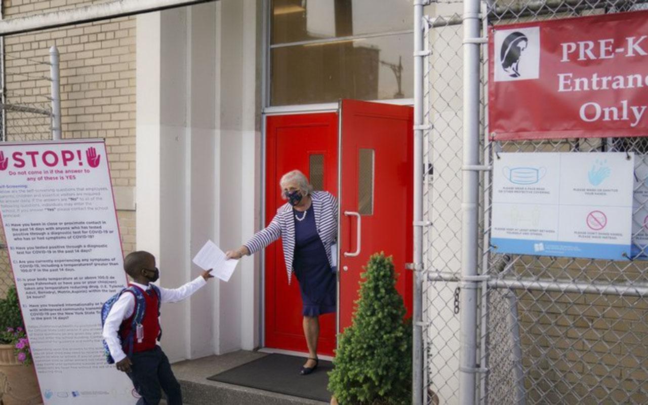 Amerika New York'ta okulların açılması ikinci kez ertelendi