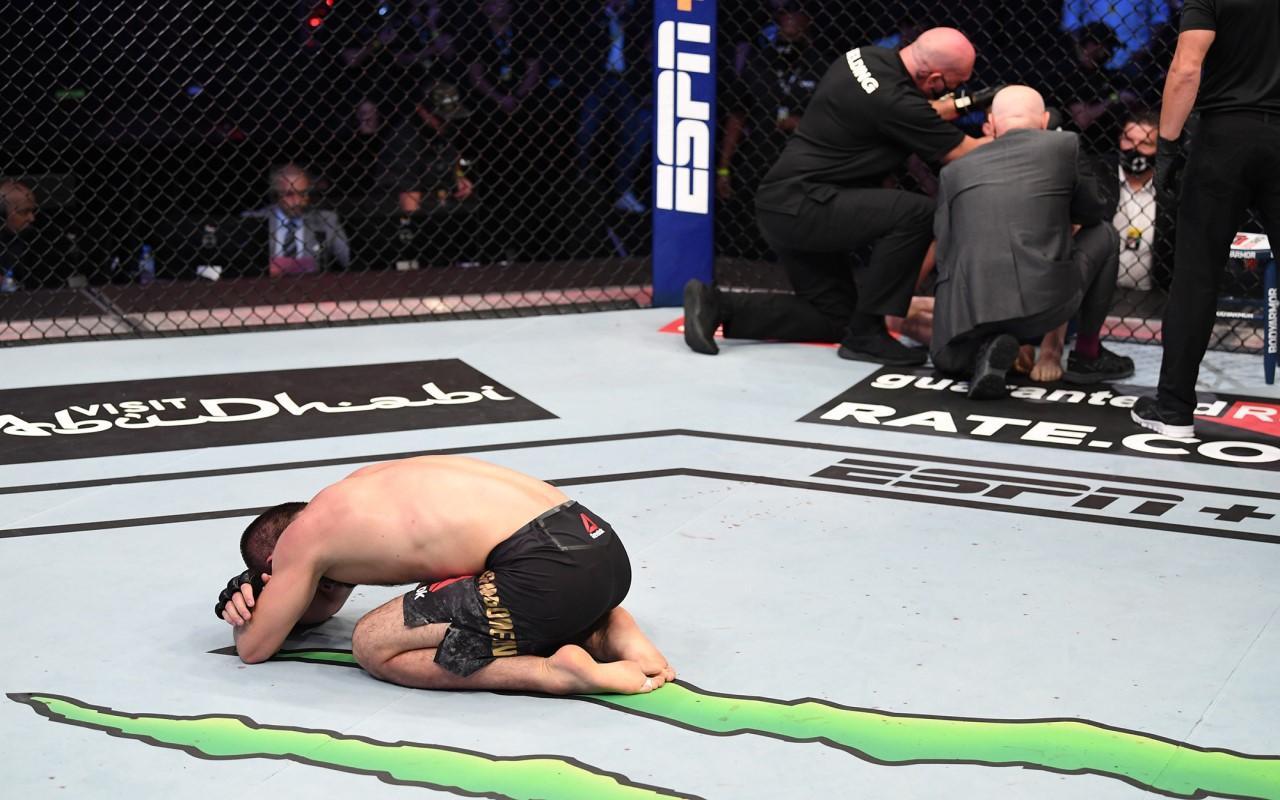 Khabib Nurmagomedov profesyonel dövüş hayatına son verdiğini açıkladı!