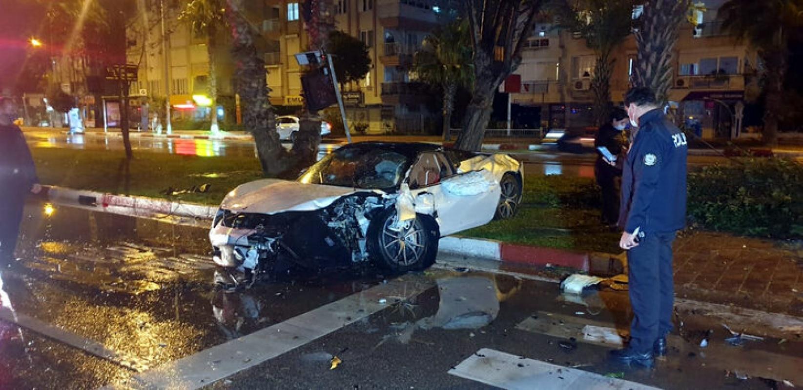 Antalya'da feci kaza 4 milyon liralık araç pert oldu