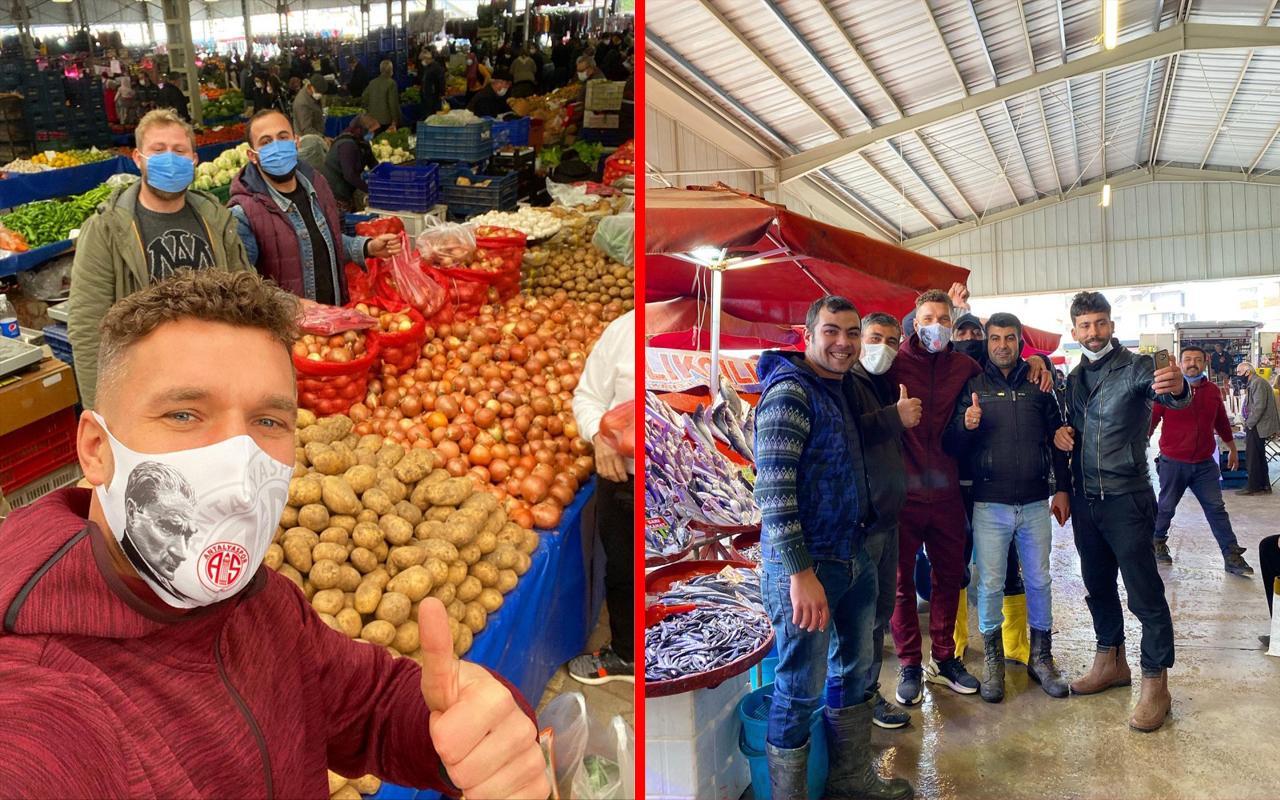 Antalyaspor'un golcü futbolcusu Lukas Podolski semt pazarında!