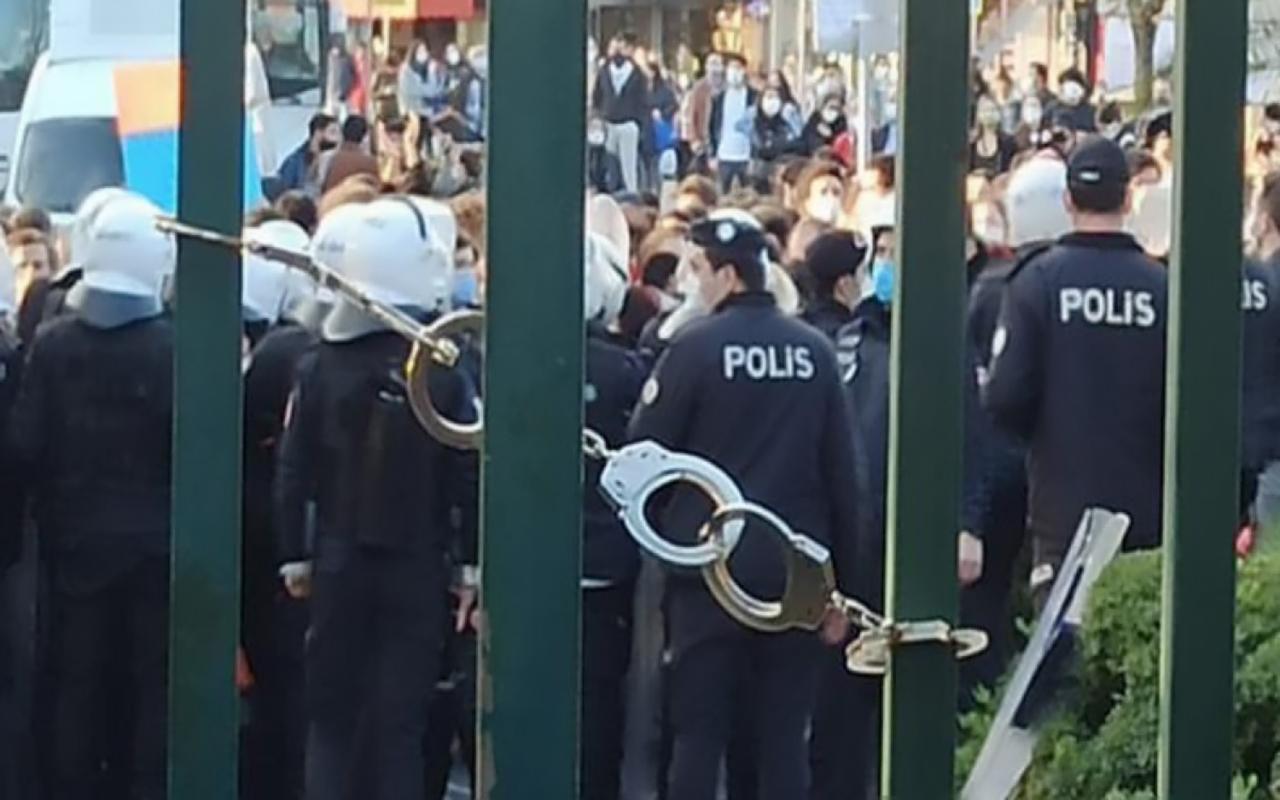 Boğaziçi Üniversitesi'nin kapısına takılan kelepçeyle ilgili soruşturma başlatıldı