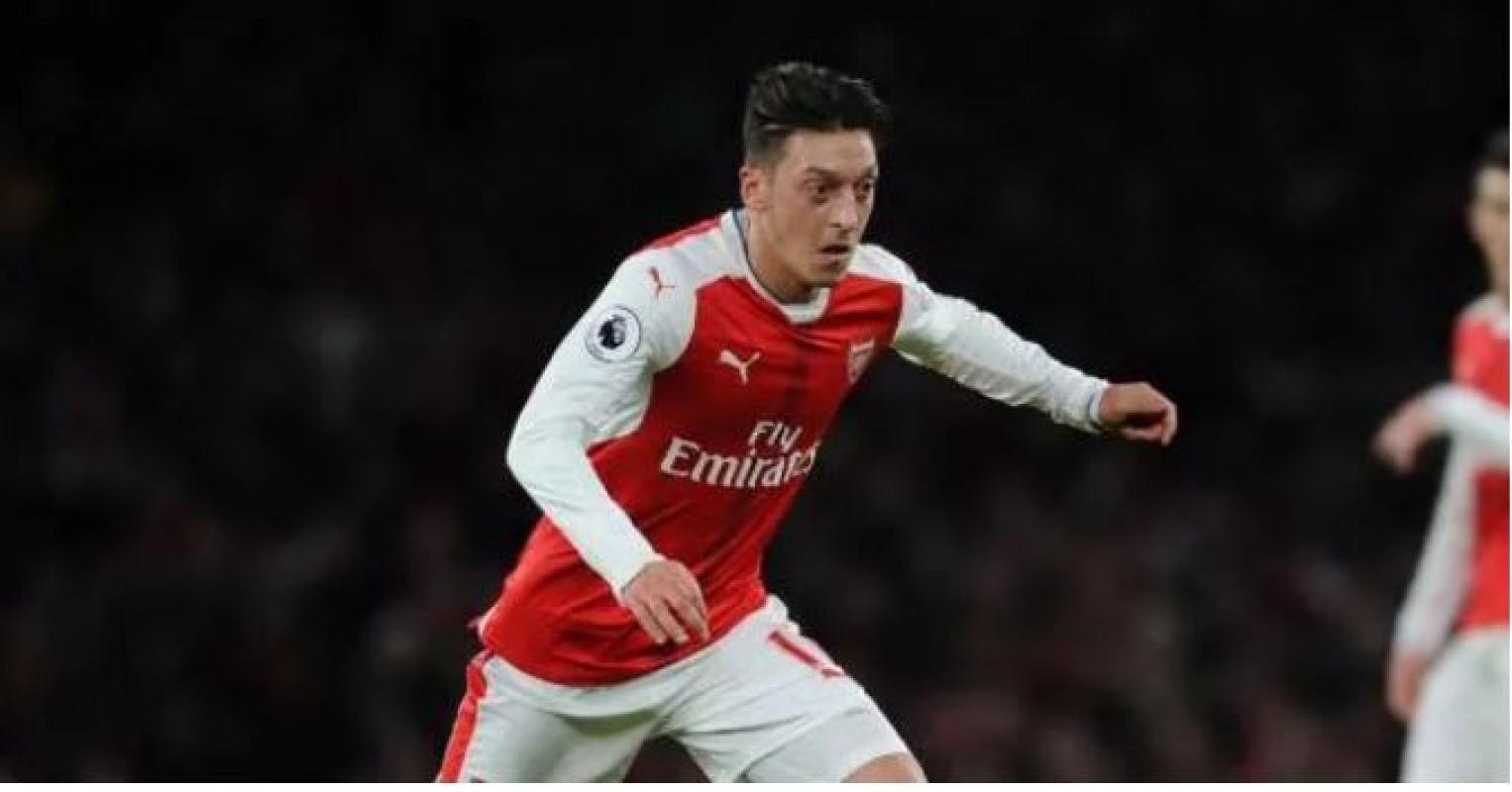 Fenerbahçe ile anlaştığı iddia edilen Mesut Özil'in menajerinden açıklama
