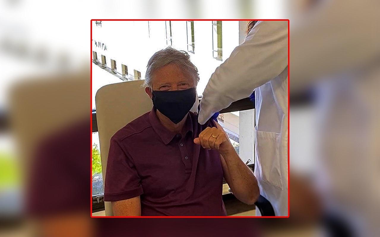 Amerikalı milyarder Bill Gates Koronavirüs aşısı yaptırdı